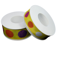 Ruban jaune avec cercle multicolore